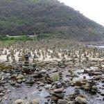 Gestapelte Steine auf der Great Ocean Road