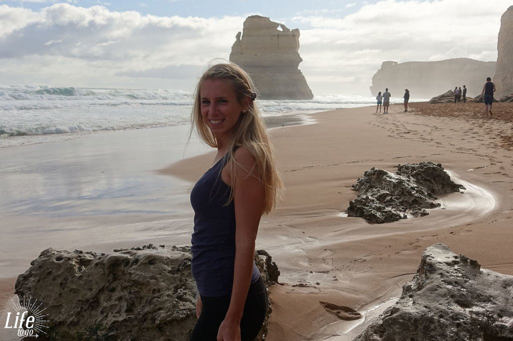 Jessi an den Gibson Steps auf der Great Ocean Road