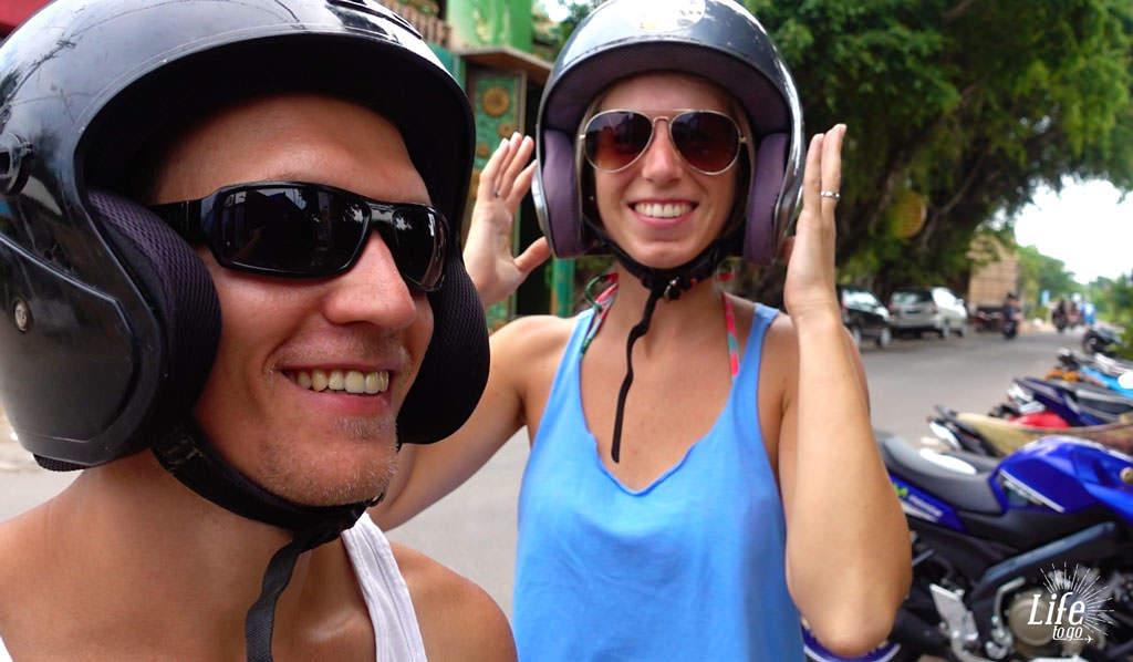 Roller fahren in Asien nur mit Helm