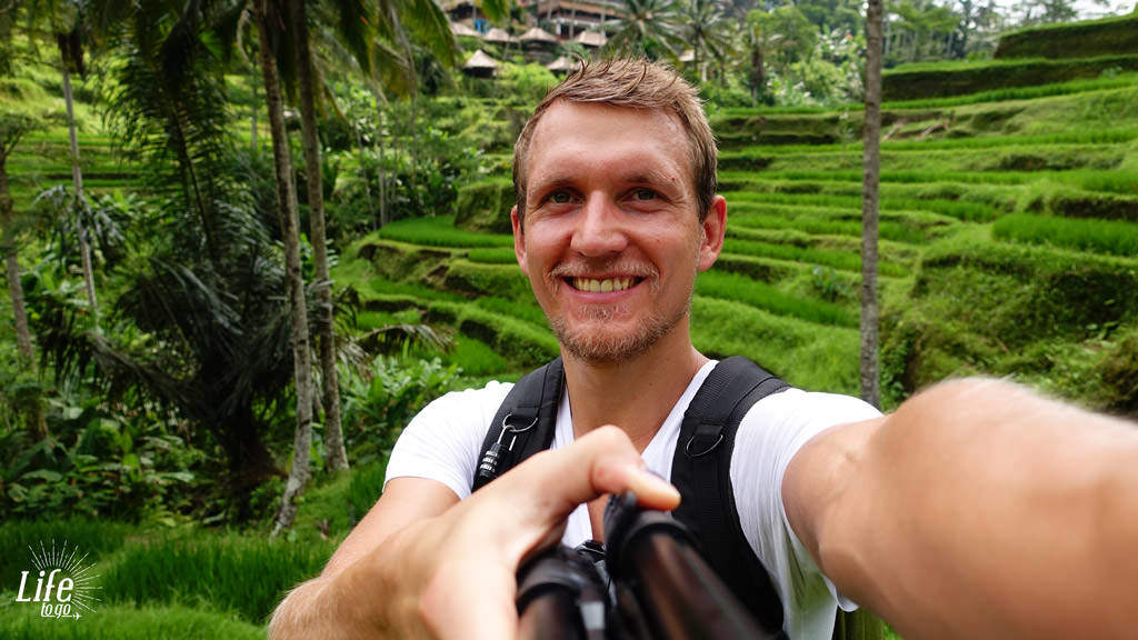 Kleines Selfie vor den Tegallalang Reisterassen - Blogbeitrag über Bali, Reisterassen und Wasserfälle