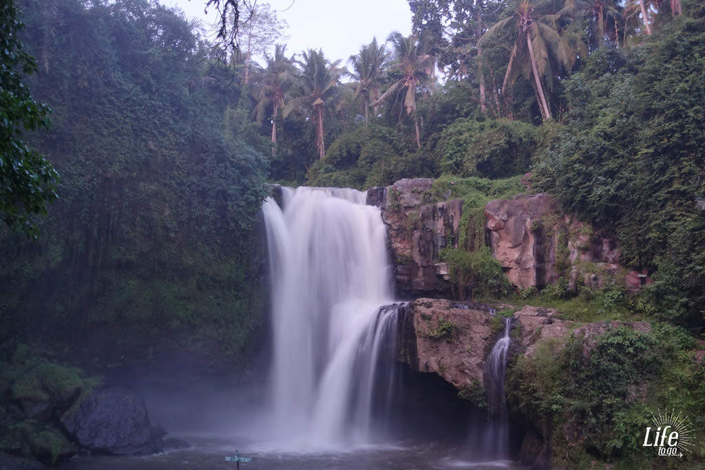 Der Tegenungan Wasserfall auf Bali - Blogbeitrag über Bali, Reisterr assen und Wasserfälle