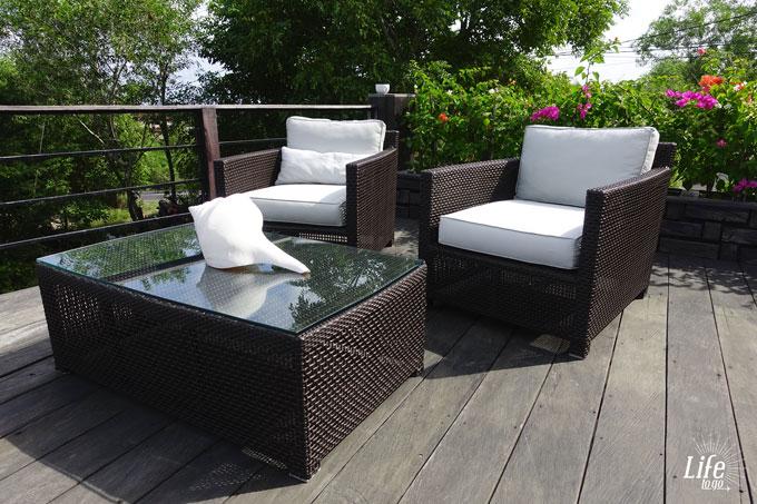 Adila Bali Sitzbereich am Pool