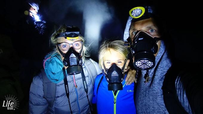Atemschutz auf dem Mount Ijen Vulkan