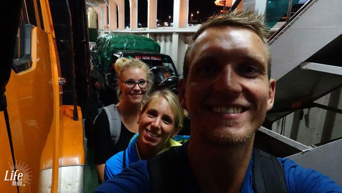 Auf der Fähre von Bali nach Java zur Mount Ijen Tour