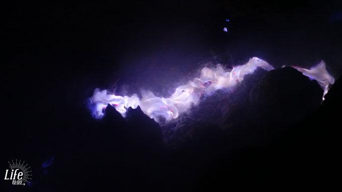 Das blaue Feuer auf dem Mount Ijen Vulkan