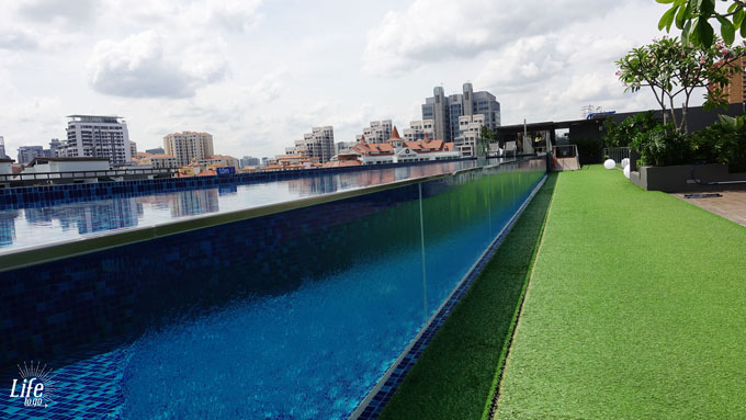 langer Pool im Holiday Inn Express Clarke Quay