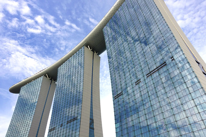 Marina Bay Sands Hotel von unten