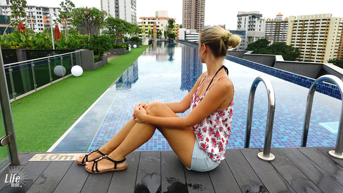 sehr langer Pool im Holiday Inn Express Clarke Quay Singapur