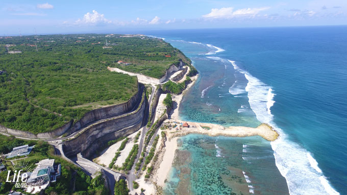 Melasti Beach auf Bali - Balis schönste Strände