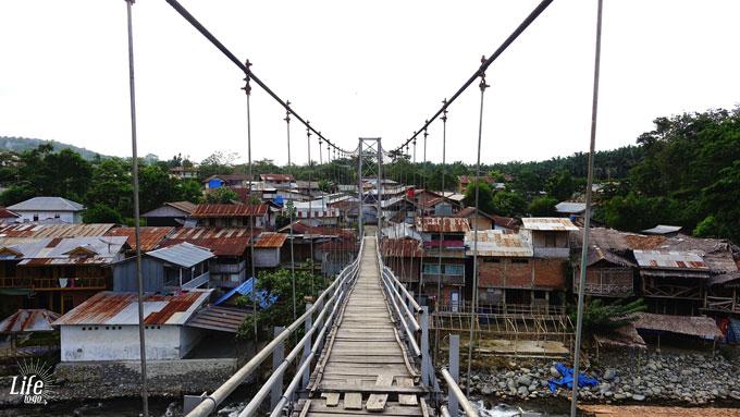 Wackelige Brücke in Bukit Lawang und besondere Momente