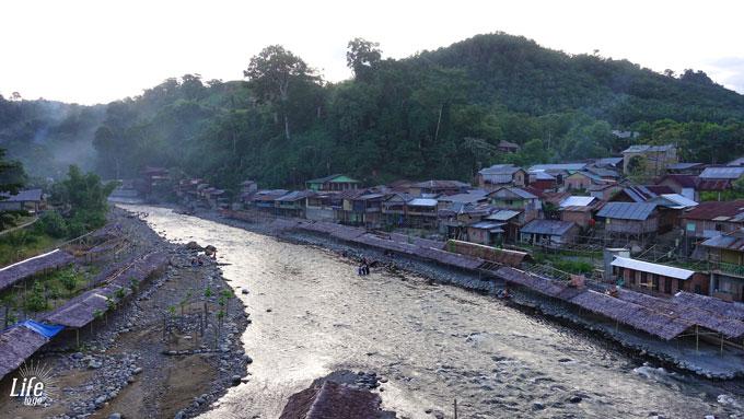 Wilder Fluss in Bukit Lawang und besondere Momente