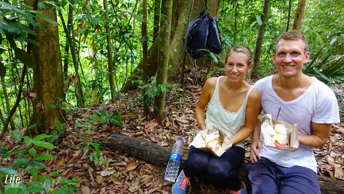 Mittagessen im Dschungel von Bukit Lawang während der Orang Utan Trekking Tour