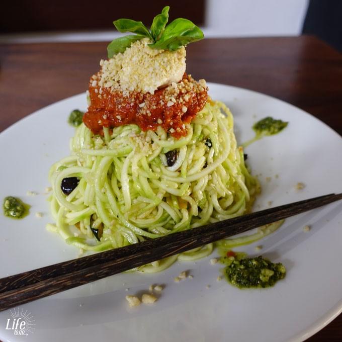 Roh Vegane Zucchini Spaghetti