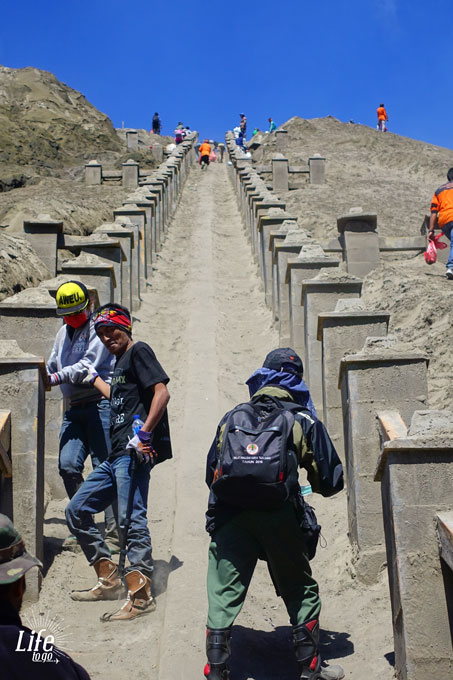 Bromo Treppen Aufstieg zum Krater