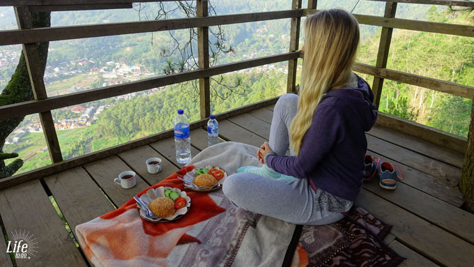 ein echter Java Highlights Moment - Frühstück im Baumhaus