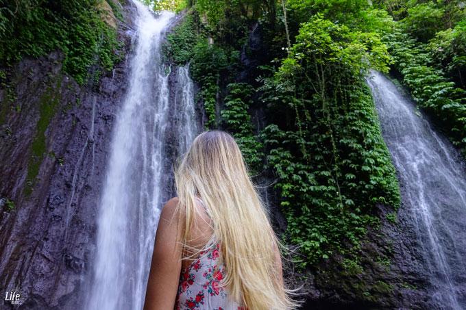 Geheimer Wasserfall auf Bali