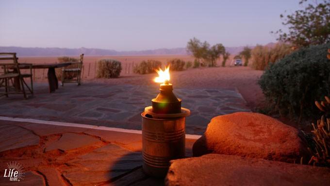 Abenddämmerung in der Wüste von Namibia