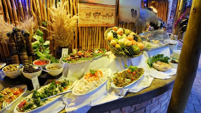 Etosha Village Abendessen Salate