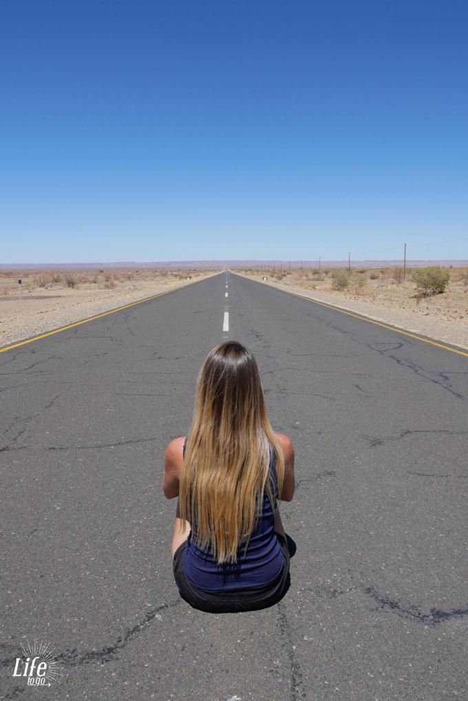 Unendliche Straßen in Namibia
