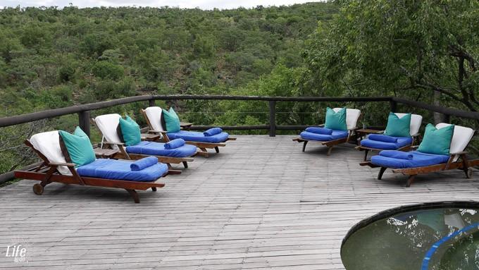 Tshwene Lodge und Pool Bereich