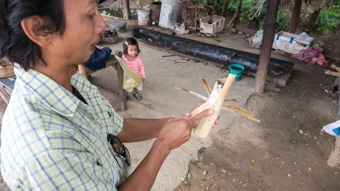 Bambus Klebereis in Battambang während Handi Craft Tour