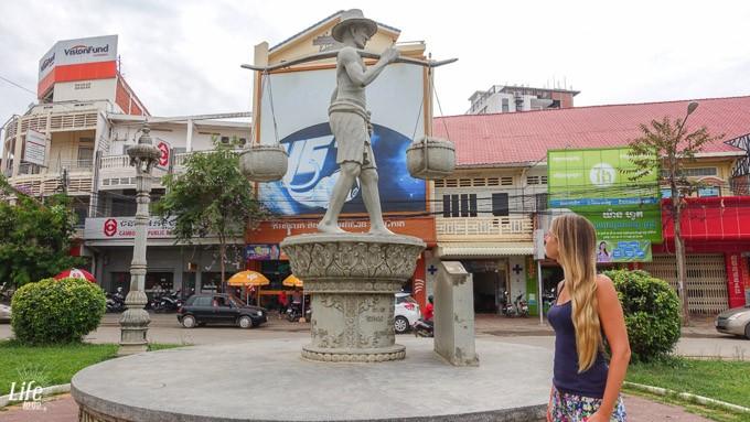 Statue in Battambang City in Kambodscha
