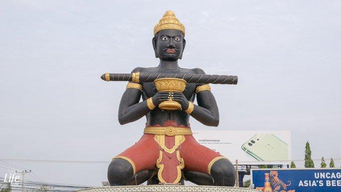 Statue von Ta Dumbong in Battambang, Kambodscha