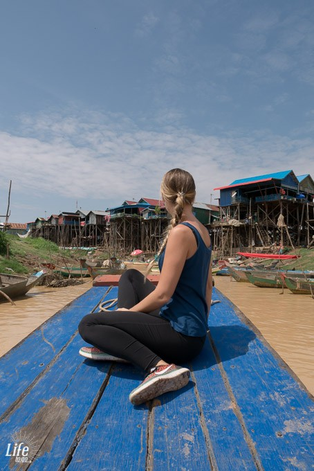 Per Boat durch Kompong Phluk Floating Village Tour