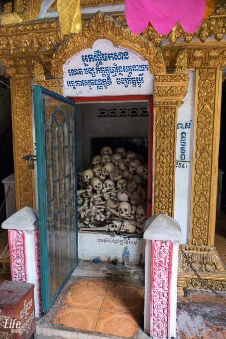 Killing Cave Battambang und Knochen