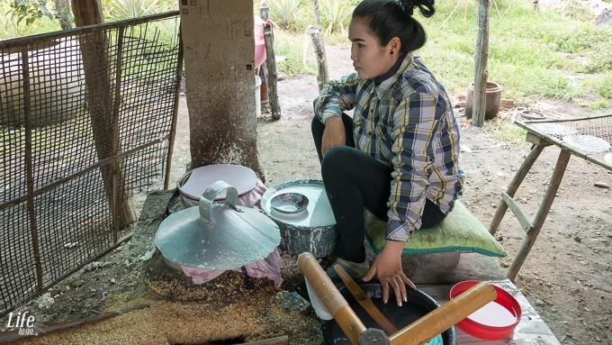 Herstellung von Reispapier in Battambang auf Handi Craft Tour