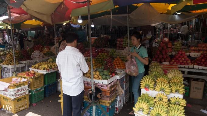 Obst und Gemüse auf einem Markt in Battambang, Kambodscha
