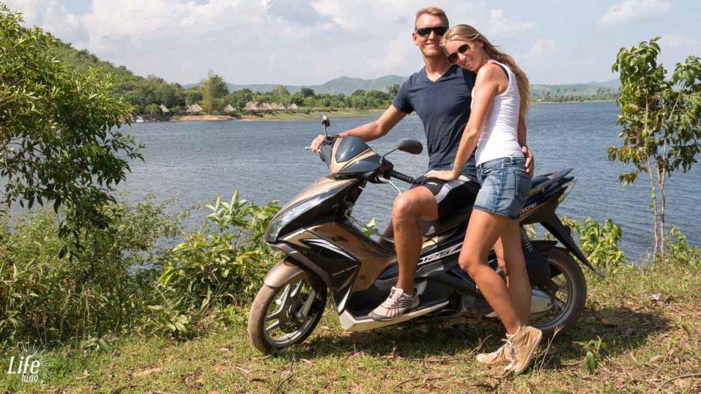 Brateak Krola See Kampot mit dem Roller