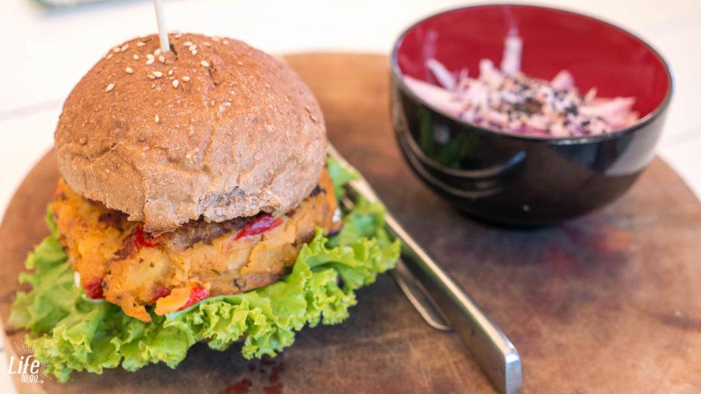 Veggie Burger im Dao of Life Restaurant in Sihanoukville, Kambodscha