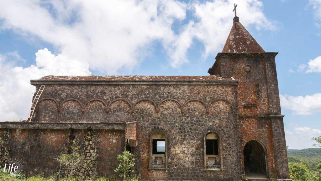 verlassene Katholische Kirche Bokor Nationalpark