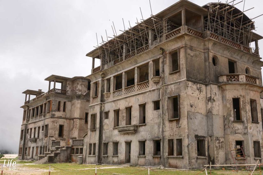verlassenes Casino im Bokor Nationalpark bei Kampot