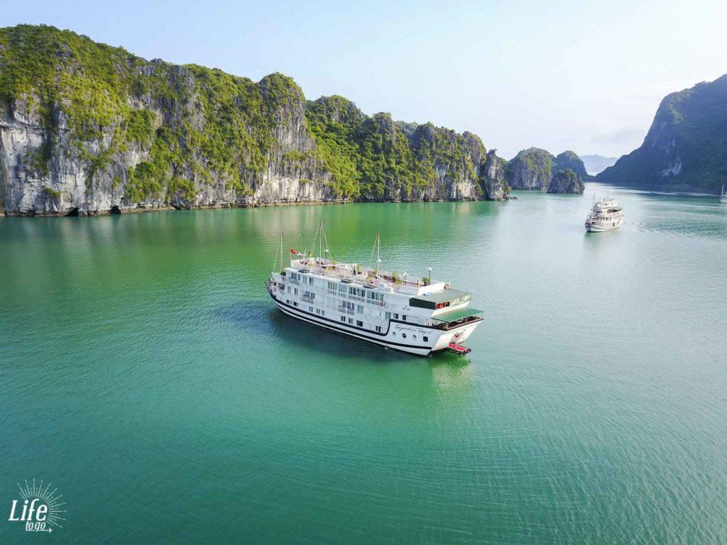 Signature Royal Cruise Halong Bay mit Drohne aufgenommen - DJI Mavic Pro