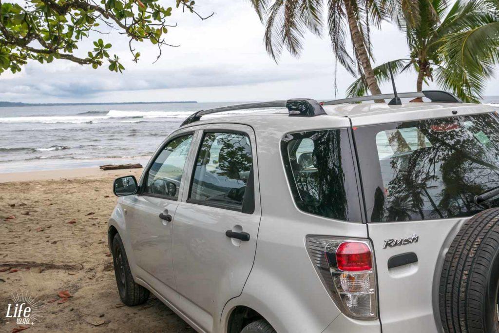 Costa Rica Mietwagen am Strand bei Puerto Viejo