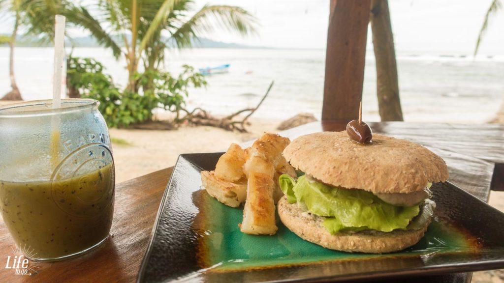 Essen am Strand von Puerto Viejo Costa Rica