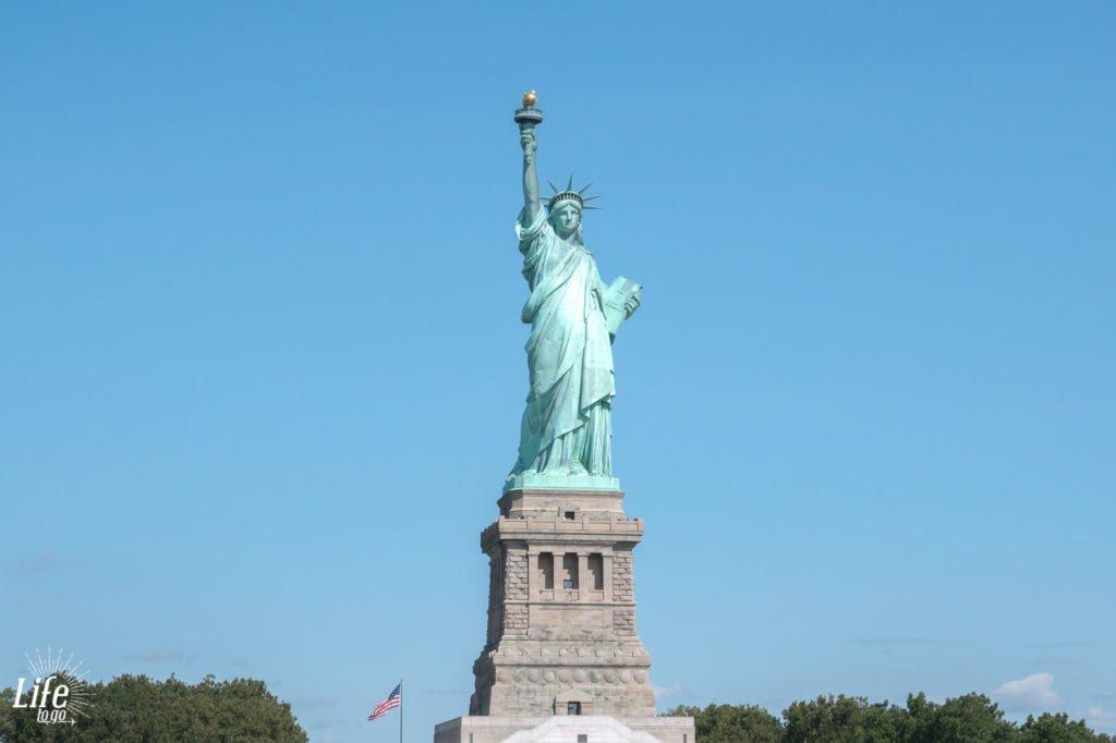 Blick auf die Freiheitsstatue vom Hudson River