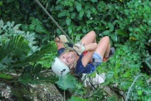 Freier Fall beim Ziplining in Costa Rica