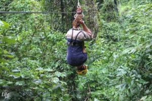 Kopfüber Ziplining in Manuel Antonio