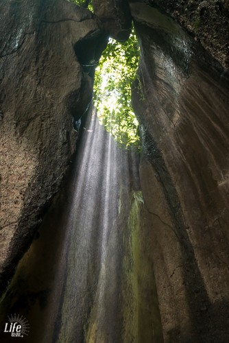 Tukad Cepung Wasserfall und Sonnenstrahlen