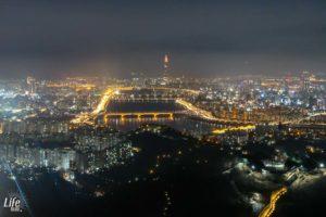 Aussicht vom N Seoul Tower in der Dunkelheit
