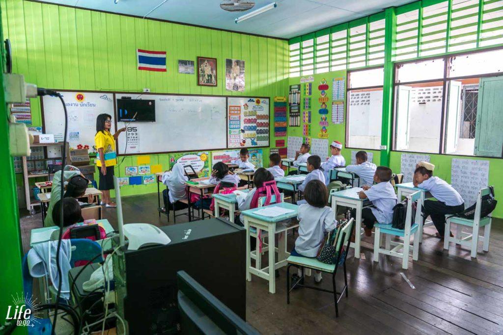 Ko Panyi Schule im schwimmenden Dorf
