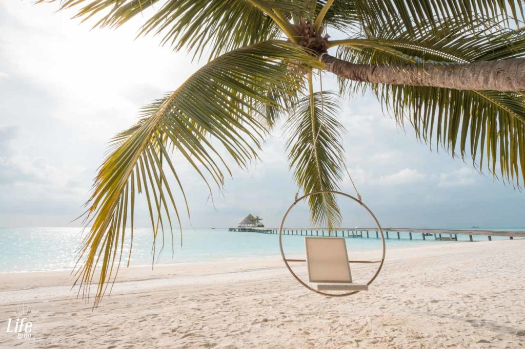 Schaukel Strand Kandima Resort Malediven