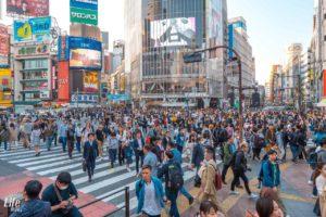 Shibuja Crossing voller Fußgänger