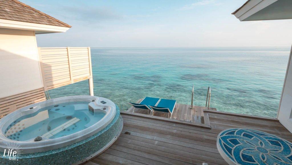 Wasser Villa Terrasse Aussicht Jacuzzi Kandima Resort Malediven