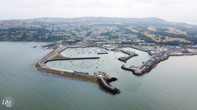 Hafengelände von Howth aus der Vogelperspektive