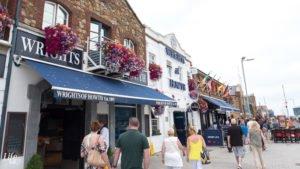 Restaurants im Hafen von Howth bei Dublin in Irland