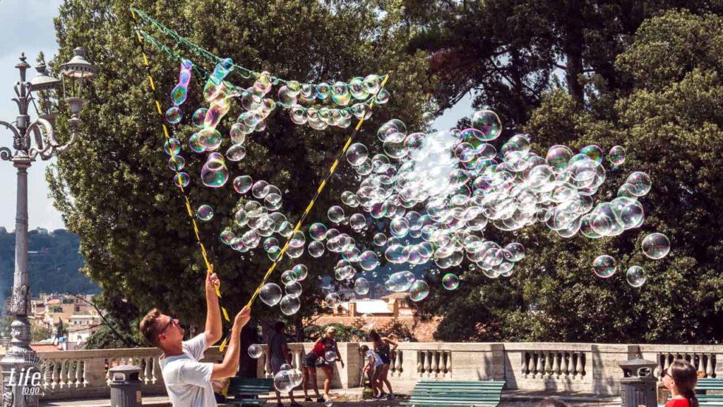 Seifenblasen auf dem Pincio